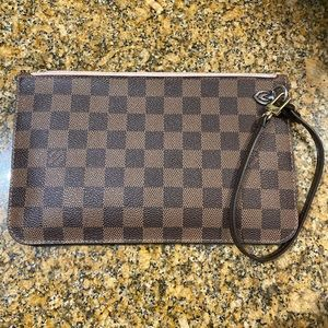 Louis Vuitton neverfull pouchette